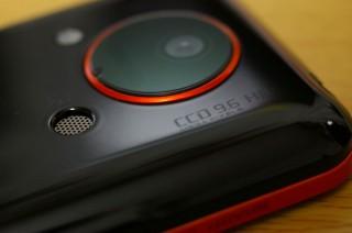 IS03 : カメラレンズ周りのデザインが格好良くて好き。