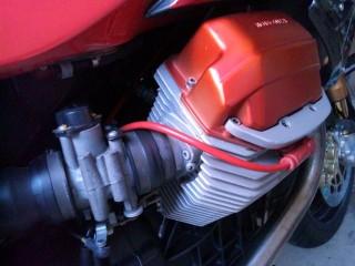 V11のエンジン。どうぞプラグ交換してください♪と言われているような配置