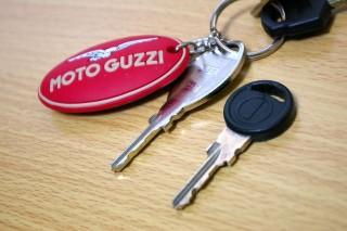 合鍵 : ベースはアプリリアと同じっぽい。キーホルダーはGUZZINOで購入。