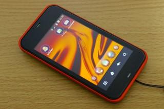 IS03 : auが気合を入れて開発したスマートフォン。